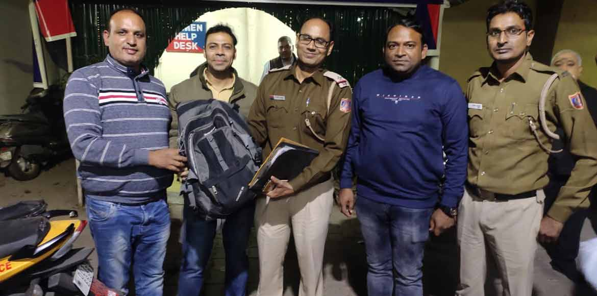 Cops' effort pays off, lost bag with Rs 4.5 lakh found in auto
