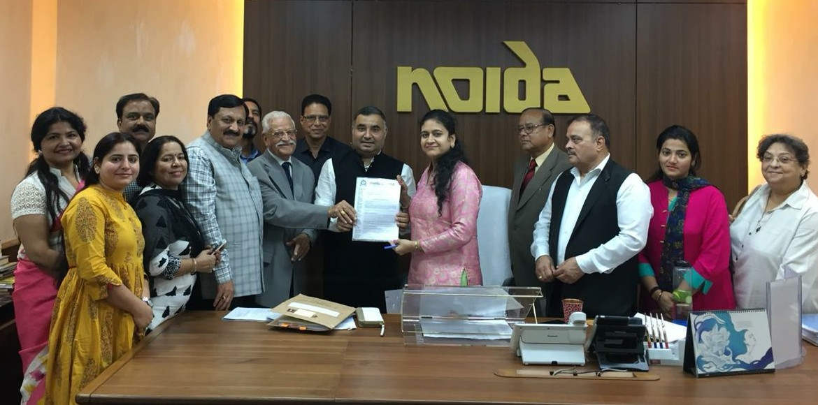 Noida residents meet Noida Authority's CEO with th