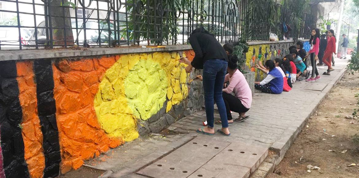 Kids beautify walls of Abhiyan Apartments; get accolades from all corners