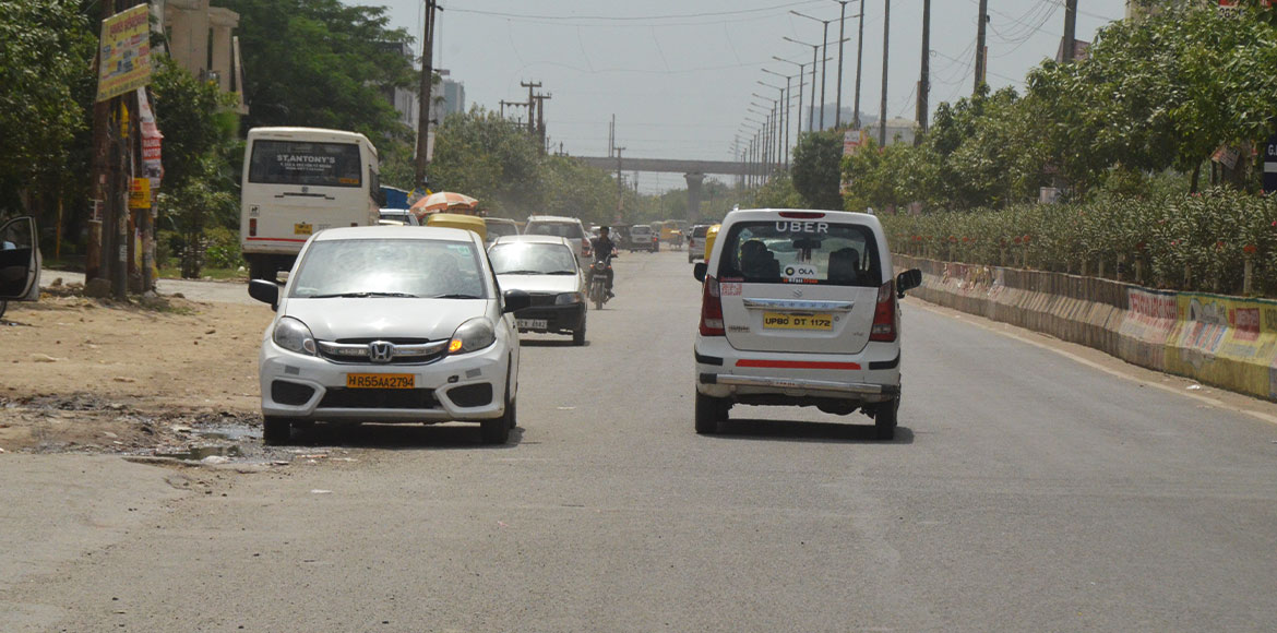 Residents meet Noida CEO with a demand for street