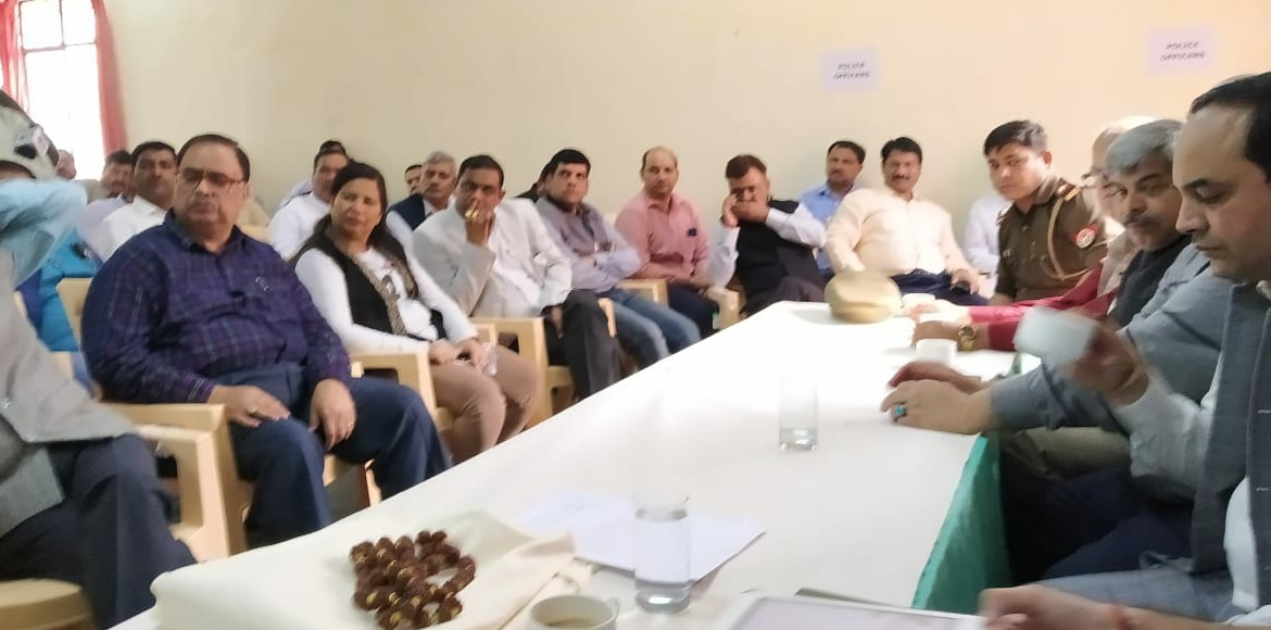 Noida: Residents bring plethora of issues in marathon meeting with SSP