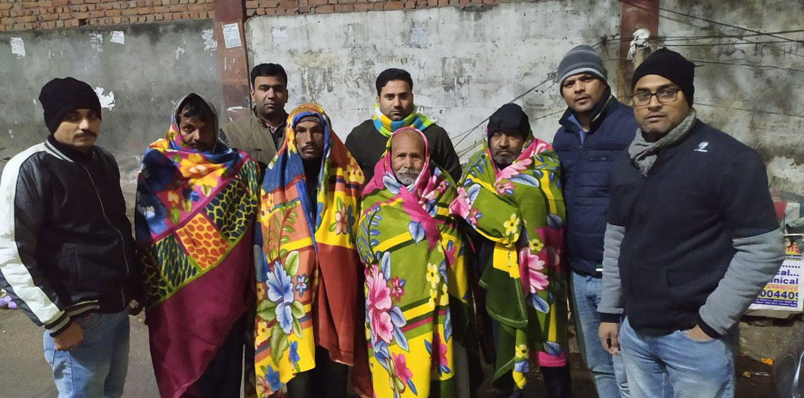 Noida-Gzb volunteers spread out blanket of warmth to beat winter chill