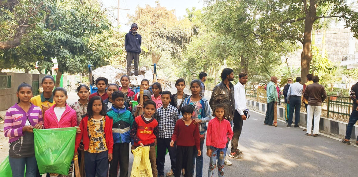 Noida residents volunteer to clean their pockets