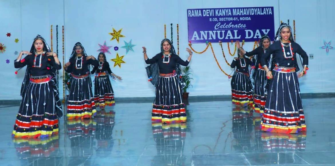 Folk dance by girls on college annual day