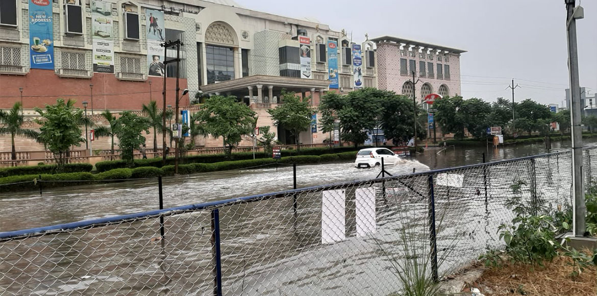 Heavy rain causes traffic jam, waterlogging in Greater Noida