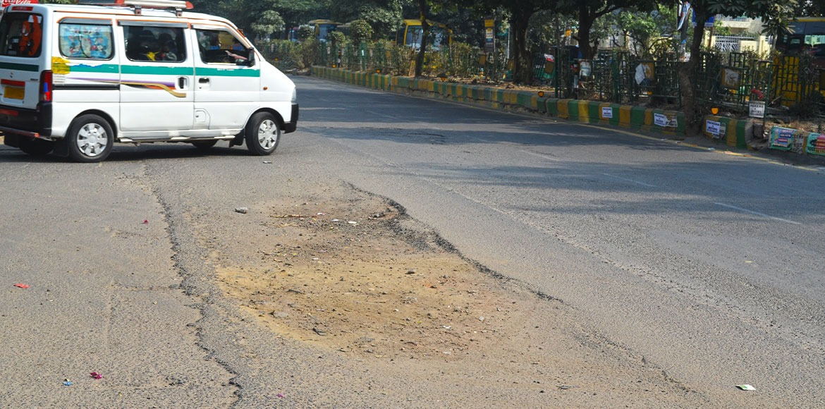 PHOTO KATHA: Indirapuram roads reflect apathy of a