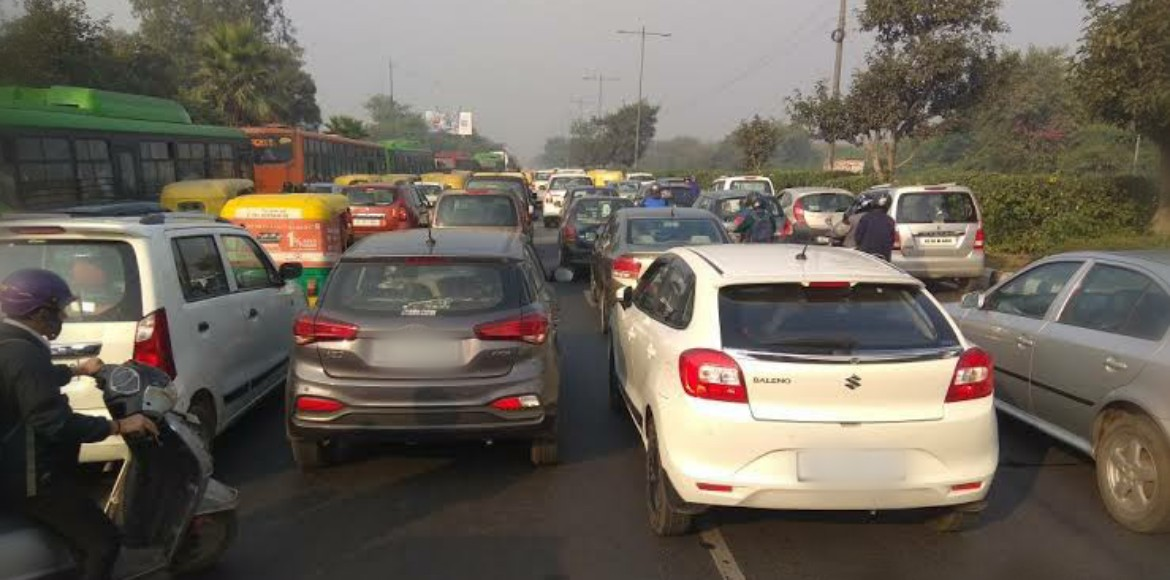 Traffic woes of Laxmi Nagar main road
