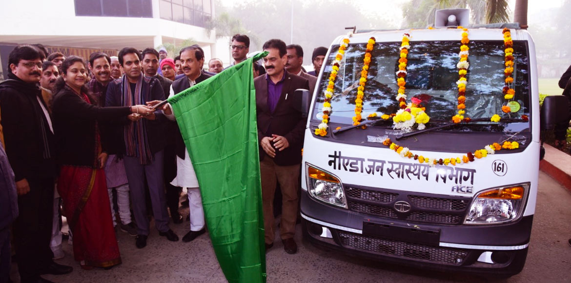 20 hydraulic mobile vans added to fleet of waste collection in Noida
