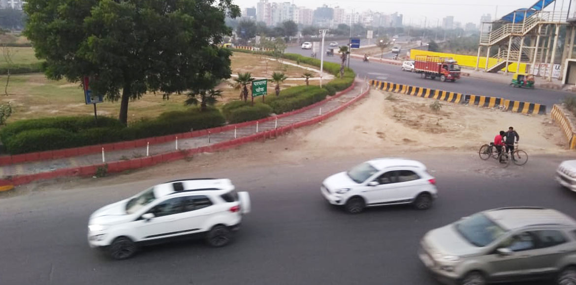 Solution to traffic bottlenecks at Parthala Chowk eludes Noida commuters