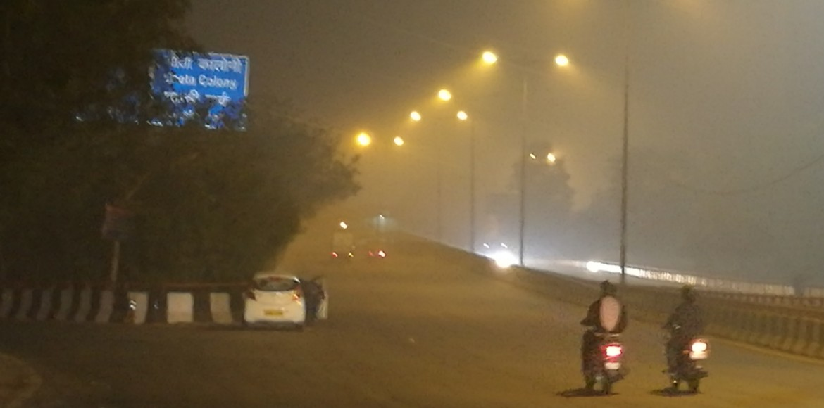Invisible signage, dark spots commuting woes of Delhiites