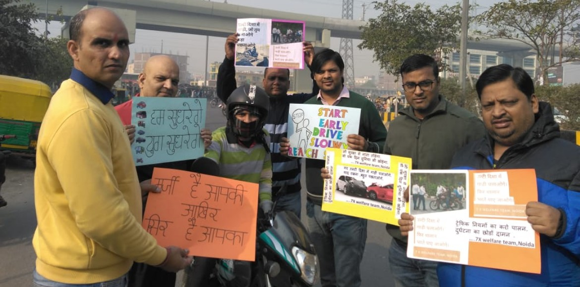 Volunteers take lead in sensitising commuters about lane driving