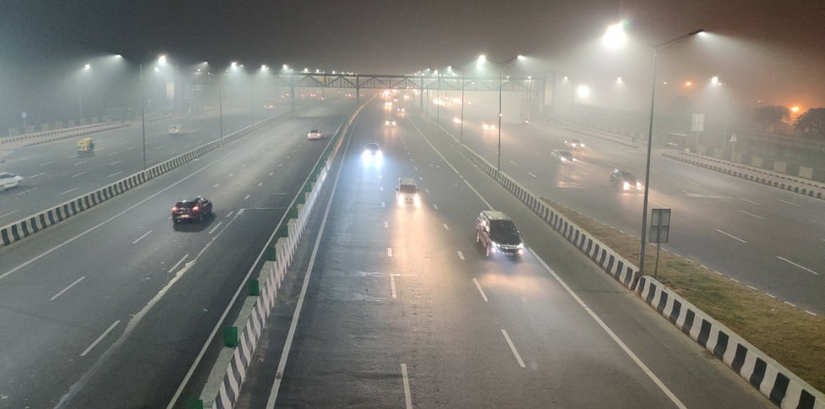 Delhiites woke up to a cold Monday morning with 'very poor' AQI
