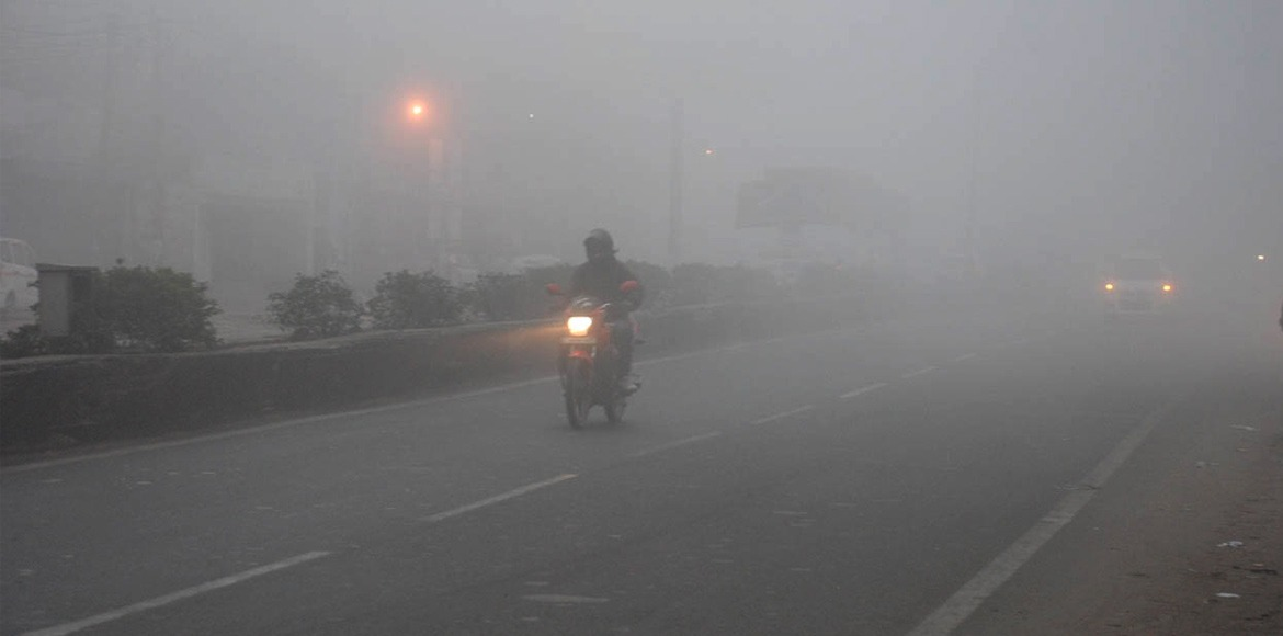 Delhiites witness bone-chilling cold; mercury dips