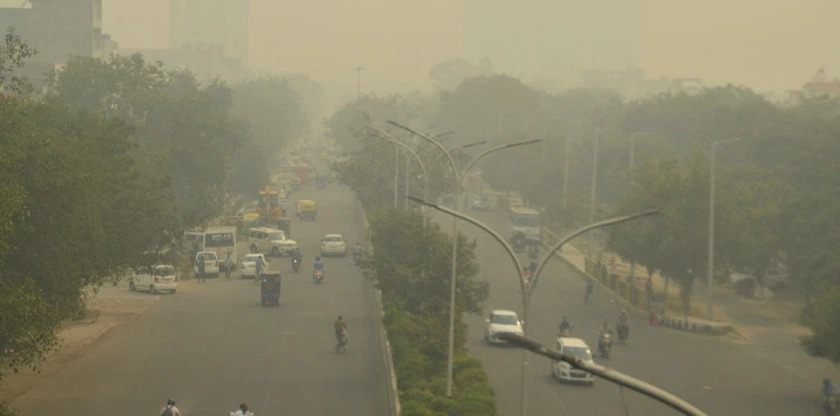 Delhi's AQI remains in 'very poor' category for third consecutive day