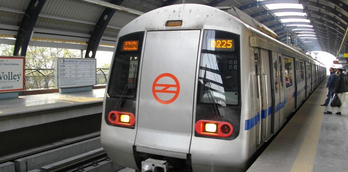 Man dies on track, Metro's Blue Line services hit