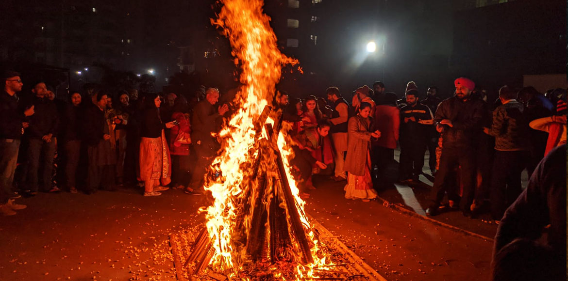 Lohri brings everyone together in Noida