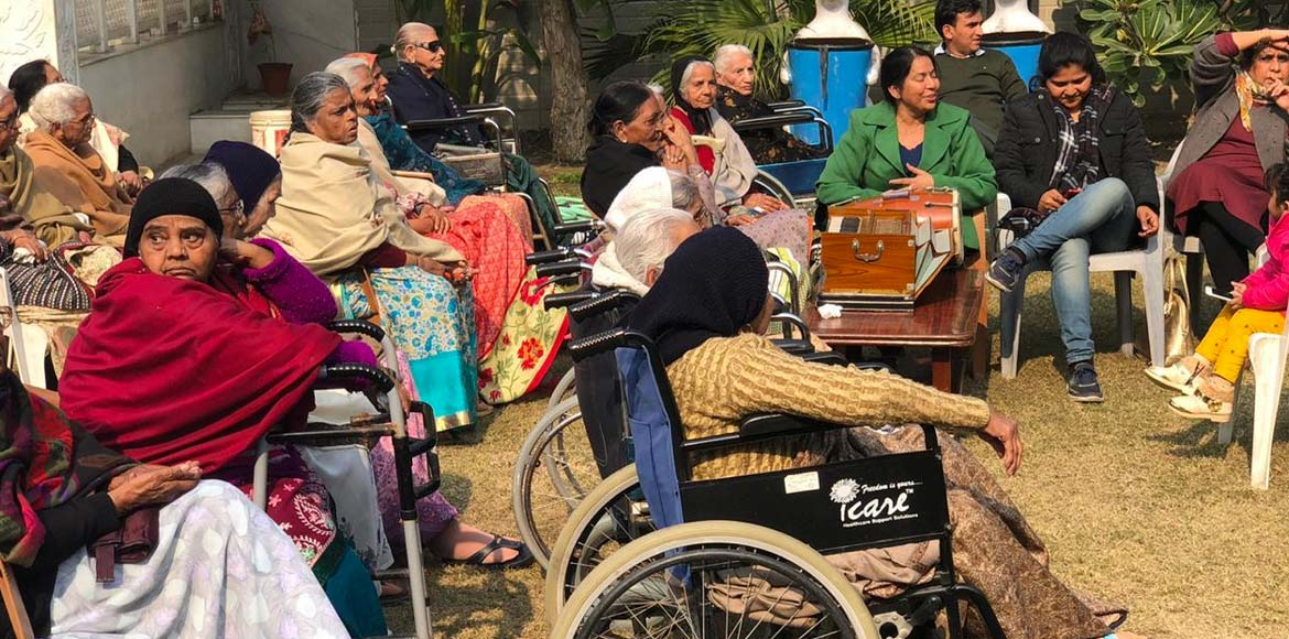 Janshakti Sewa Samiti celebrates Makar Sankranti at old age home