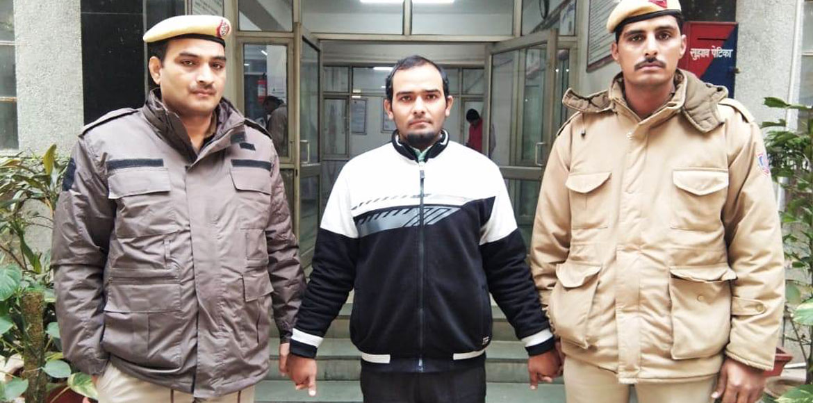 Dwarka police arrests accused for robbing Apollo Pharmacy