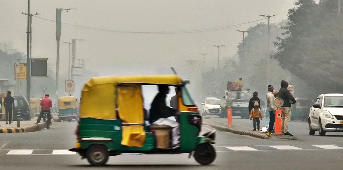 Air quality shows slight improvement in Delhi, rea