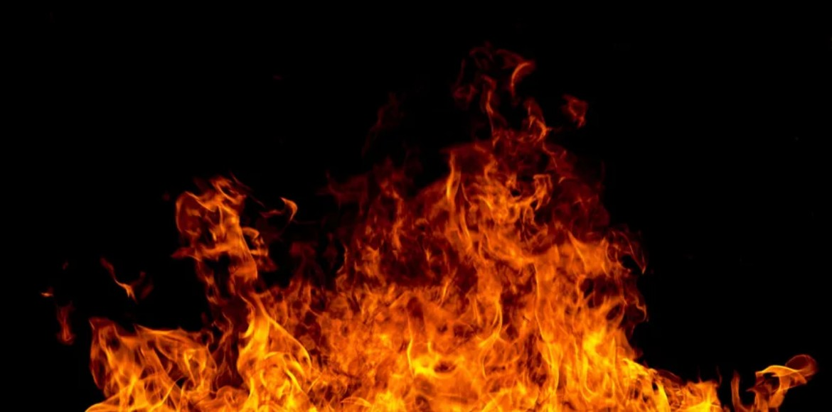 Fire at wood warehouse in Aya Nagar; no casualty reported