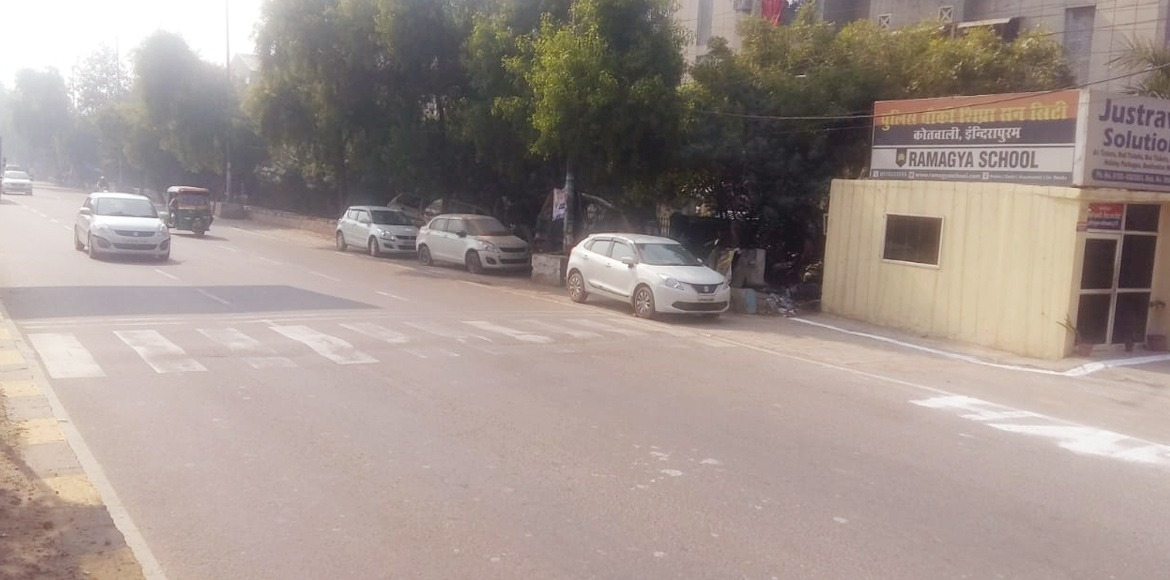Shipra Sun City: Residents struggle to cross road in absence of speed breaker