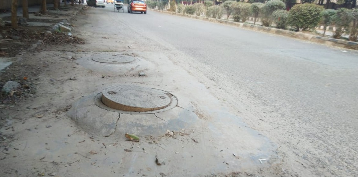 Deathtraps on Dwarka road: Traverse the stretch at your own risk