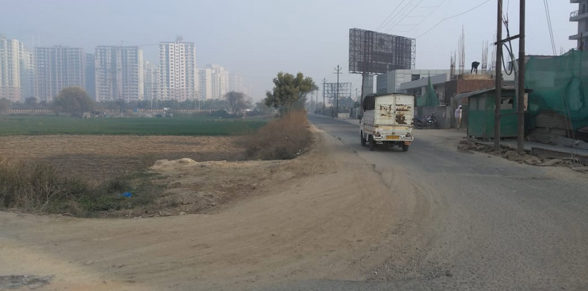 Noida: 7x welfare team requests authority to start pending work of road