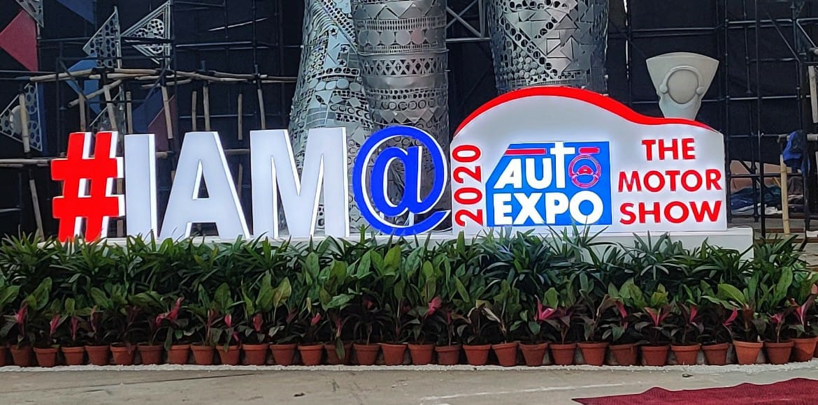Brawl outside Auto Expo as visitors with online booking shut out