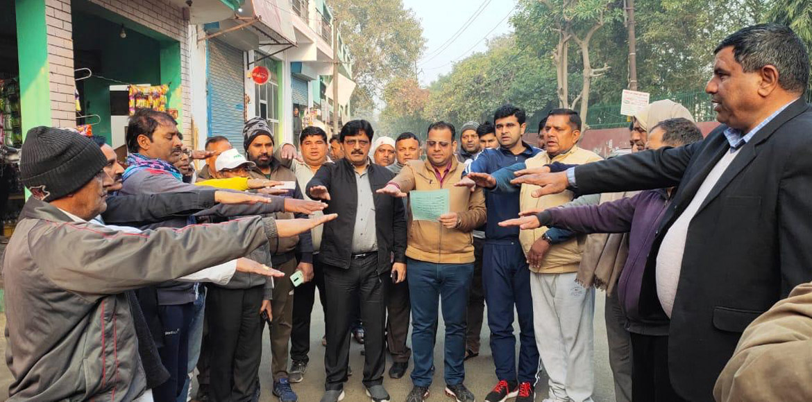 Noida Auhority conducts cleanliness drive at Sec 68