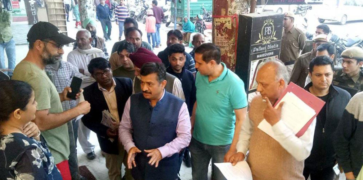Gurugram: HSVP carries out the anti-encroachment drive in Sector 14 market