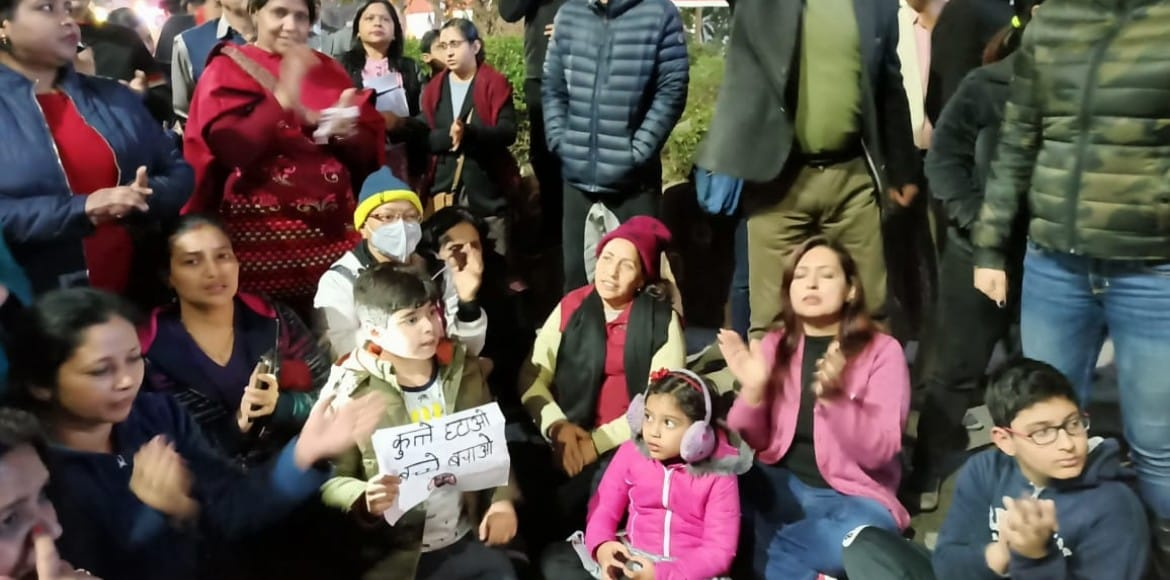 'Azaadi' chants in Indirapuram from 'canine phobic' residents