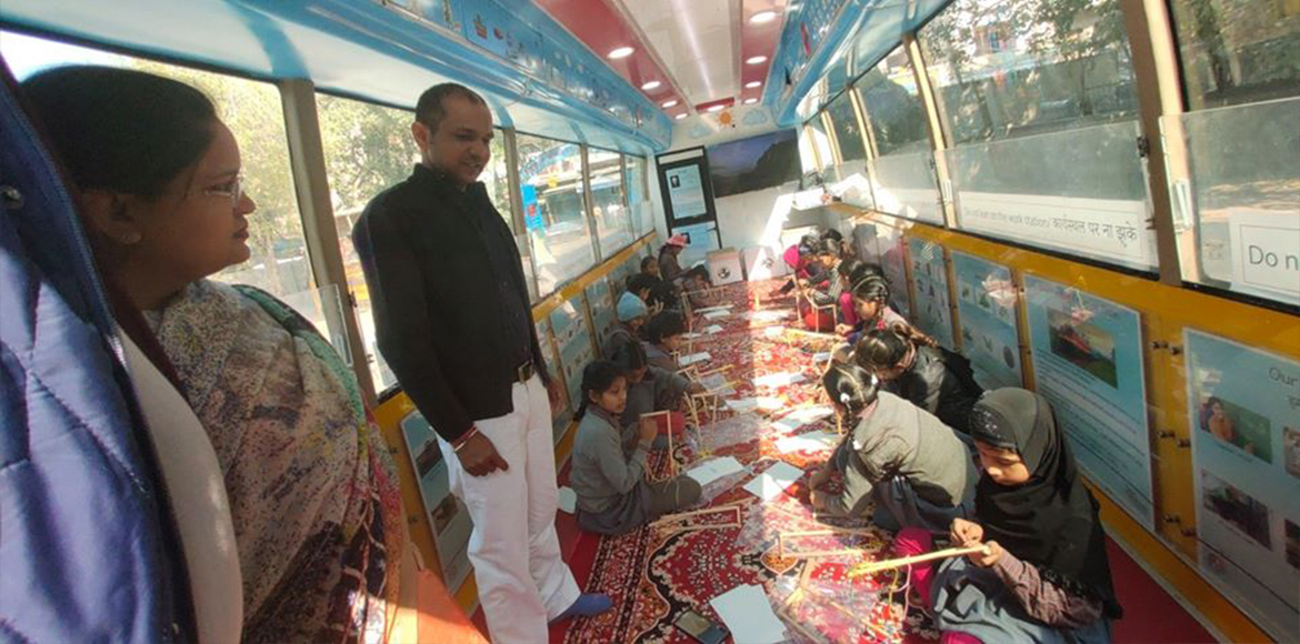 Mobile science lab reaches out to Shahdara children