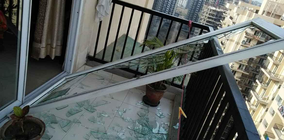 La Residentia: Glass door falls at flat; family escapes unhurt