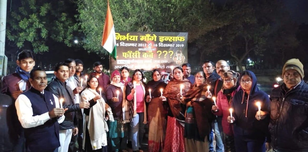 Nirbhaya case: Dwarka residents continue with cand