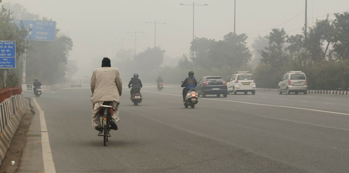Delhi battles to breathe as major pollutants fall in 'poor' category
