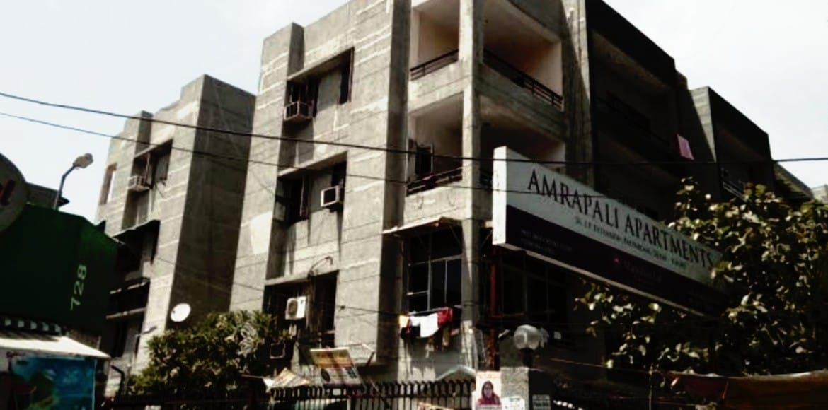 EDMC clears visibility of signboards near Amrapali