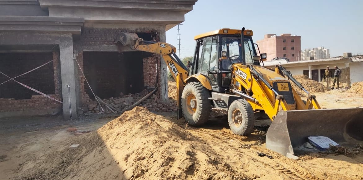 MCG razes unauthorised building in Fazilpur