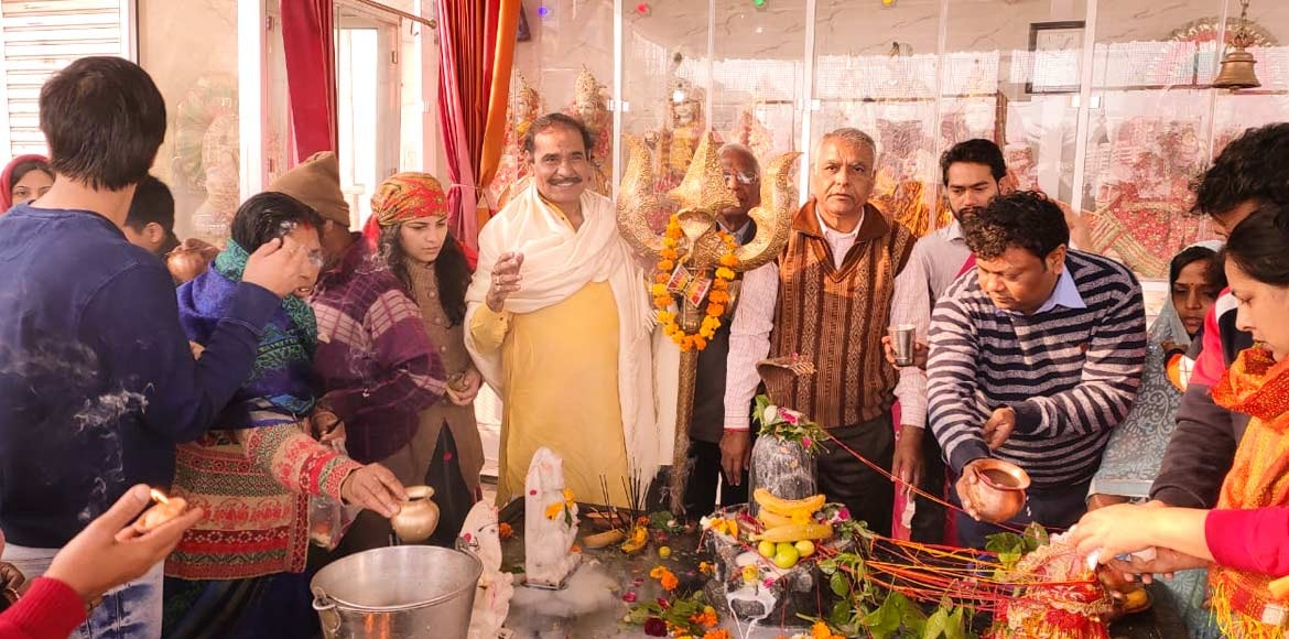 Mapsko Casa Bella: Residents perform 'Rudrabhishek