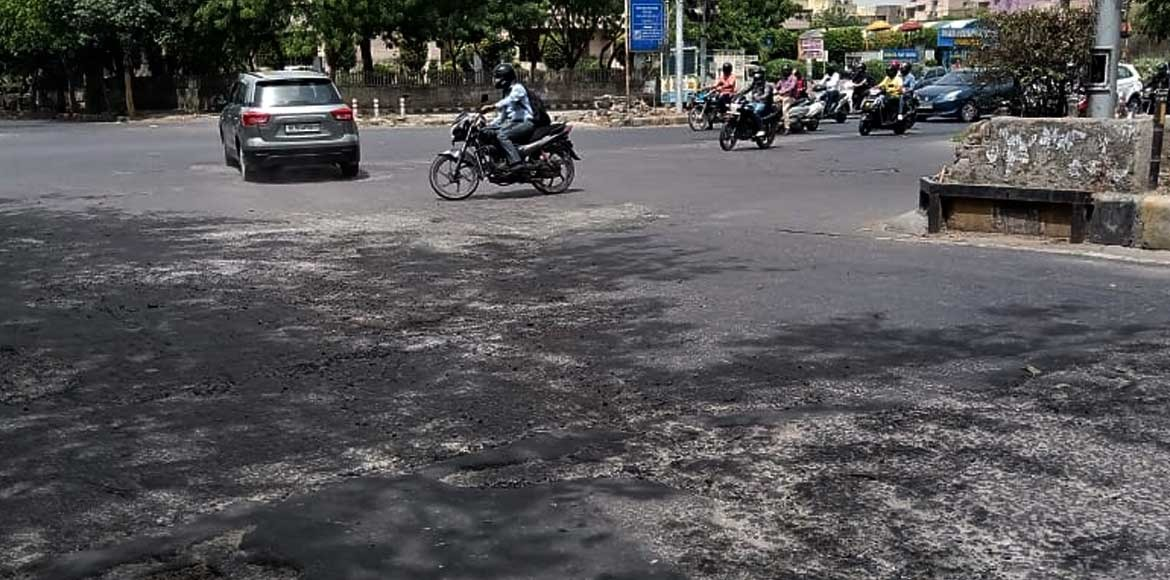 Dwarka: Road near Sector 4/12 signal in dilapidated state
