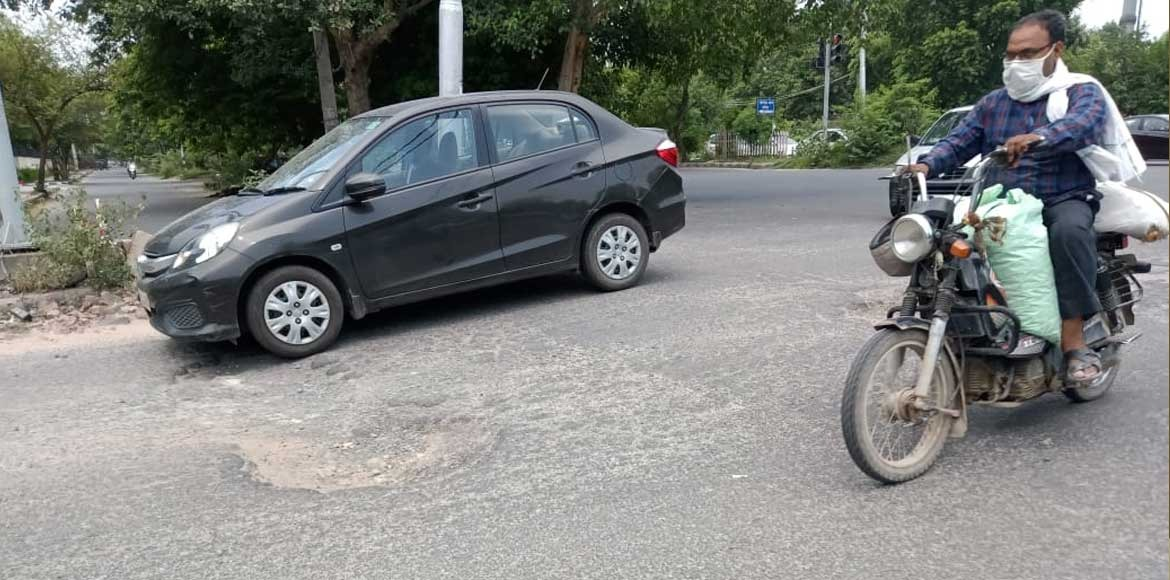 Dwarka: Commuting through signals becomes dangerous with big potholes