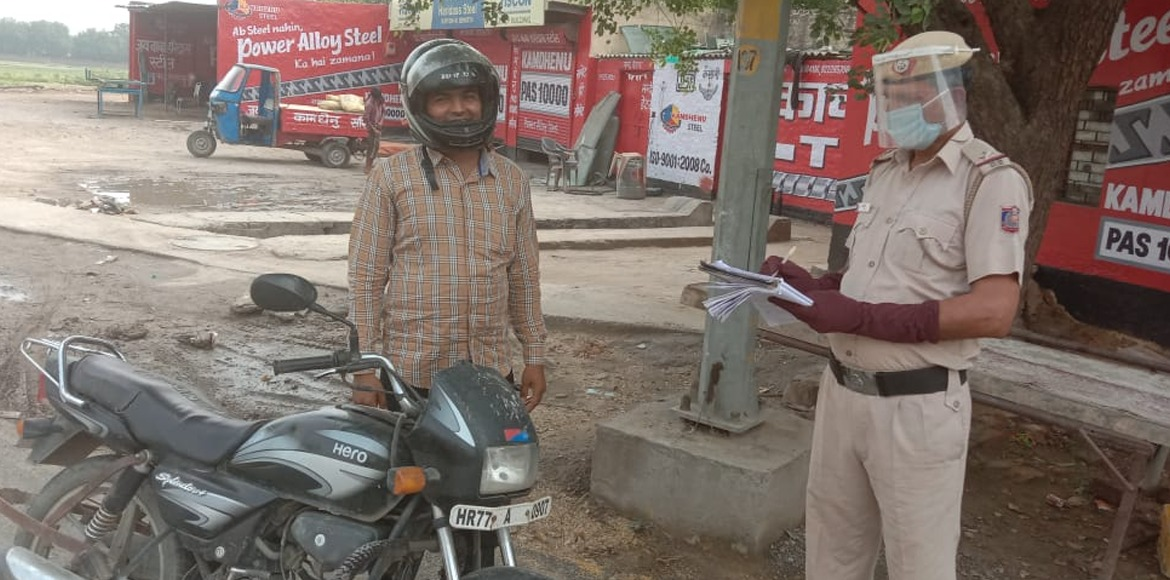 Dwarka Police acts tough on people roaming without masks