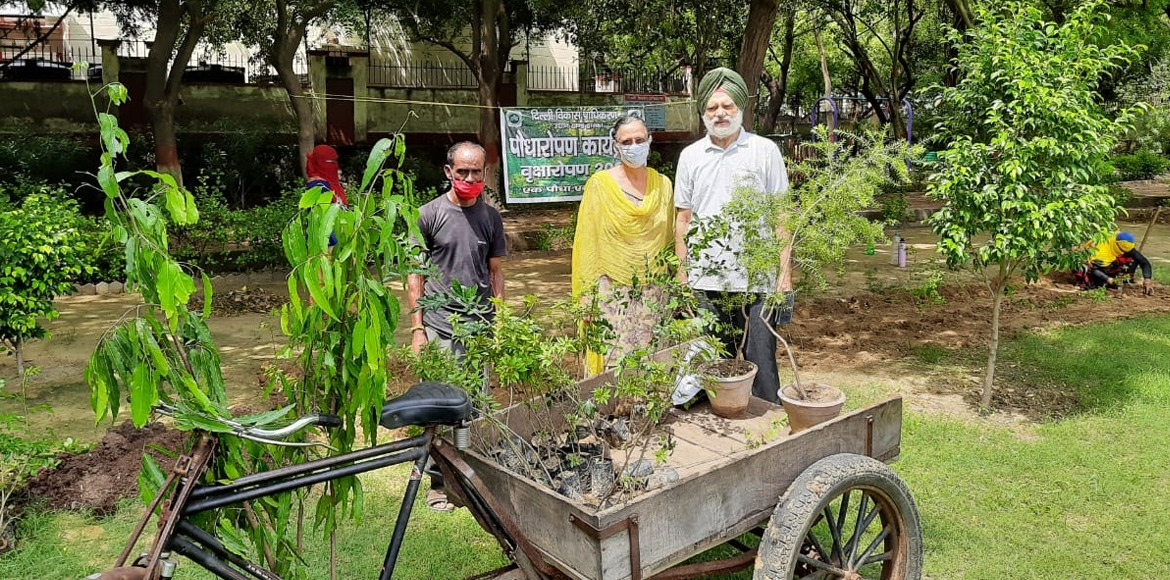 Dwarka: SKDS conducts plantation drive at Sec 22 park