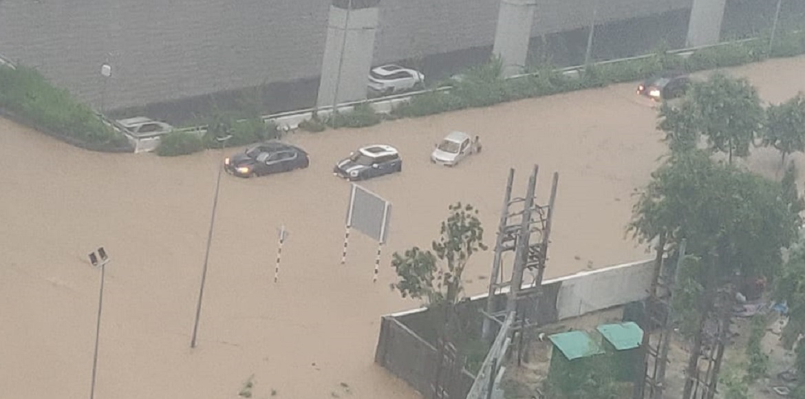 Heavy rains trigger chaos in Gurugram; intense tra