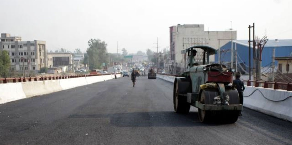 Resurfacing on Noida-Greater Noida Expressway expected to begin next month