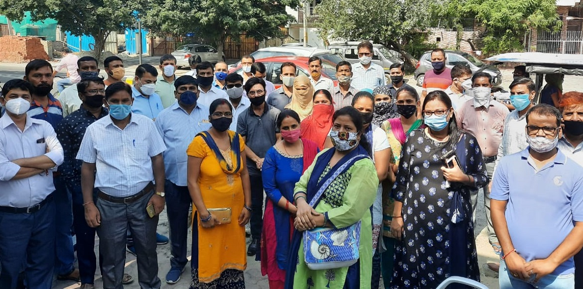Anguished over fee issue, parents knock door of district magistrate in Noida