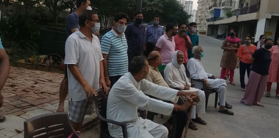 Golf Avenue-I: Residents protest against water shortage