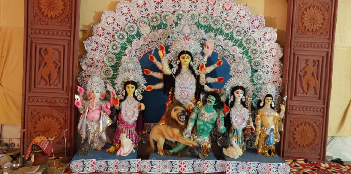 Noida: Durga puja pandal's curtain raised in Sec 61