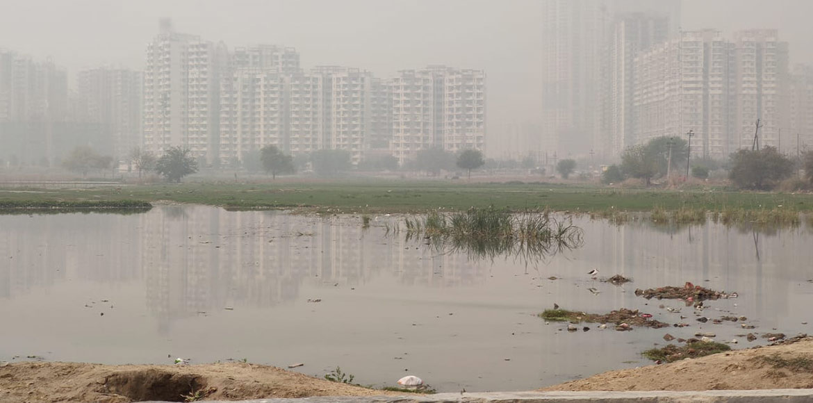 Sector 7X in Noida: Issue of sewage flooding in op