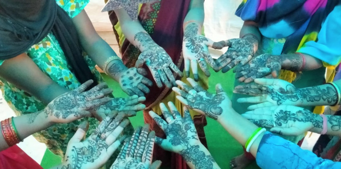 Noida: Mehendi drawing competition held on Karva Chauth