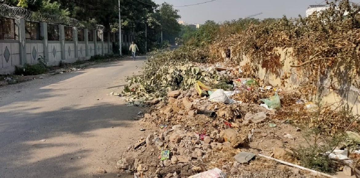 Dwarka: Road along Radhika Apartments turns into garbage dumping spot